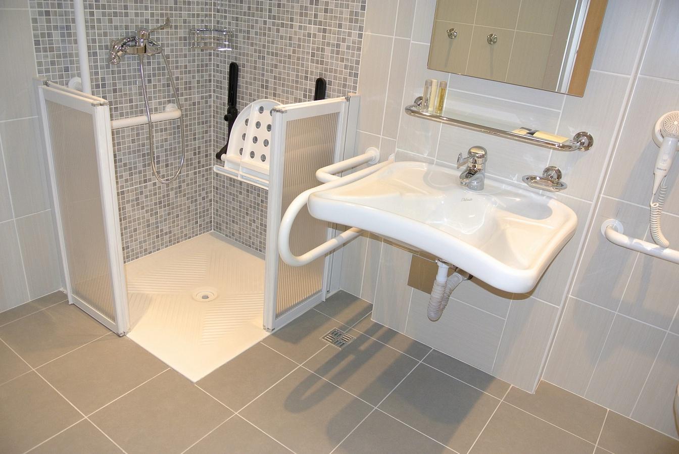 ванная комната для инвалидов и пожилых людей
